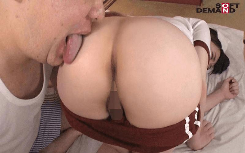 キモいおじさんに濃厚接吻・全身を舐められながら絶頂する美少女エロ動画